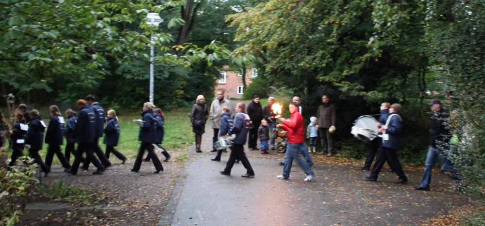 Lampionumzug zum Herbstfest am Schwaneneteich