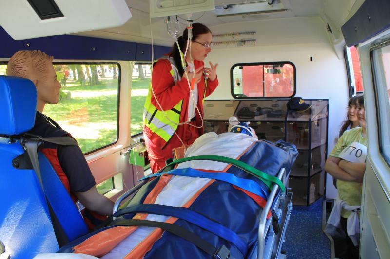 Rettungswagen - Innenansicht - eine kleine rollende Intensivstation